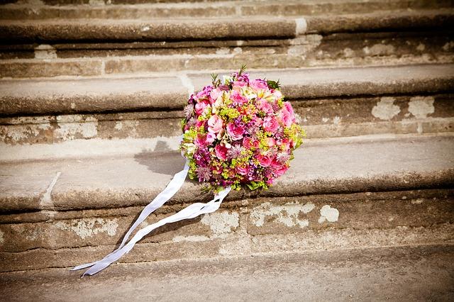 不同色彩不同含义 选择你喜欢的手捧花